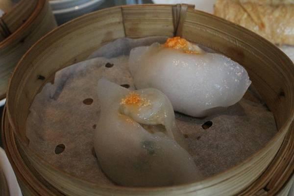 5. Há cảo phố ẩm thực An Dương Vương (gần ngã ba An Dương Vương - Nguyễn Văn Cừ, quận 5): Là một trong những món mới xuất hiện trên phố ẩm thực này. Điểm trừ là hương vị bánh không thật sự nổi bật. Điểm cộng là giá mềm, không gian rộng rãi.