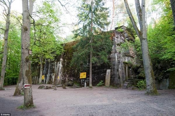 Ổ Sói, Ba Lan: Nằm trong rừng Masurian, đây là một trong những căn cứ quân sự trọng yếu của Hitler thời chiến.