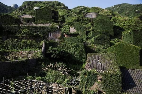 Chỉ có thời gian mới biết làm thế nào để ngôi làng lại trù phú như hàng chục năm trước đây.