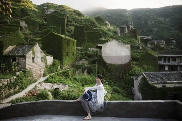 Khung cảnh hoang tàn đầy ma mị đã khiến ngôi làng trở nên nổi tiếng và thu hút nhiều du khách trong vài năm trở lại đây. Những người đam mê chụp ảnh không phải thất vọng trước khung cảnh này.