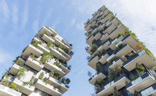 Du khách không nên bỏ lỡ cơ hội chiêm ngưỡng Bosco Verticale, cặp đôi tòa tháp kiêm nhà ở ấn tượng, được bao phủ bởi hàng trăm cây xanh. Cuối năm 2014, tác phẩm kiến trúc của quận Porta Nuova giành giải thưởng xây dựng International Highrise Award. Ảnh: oneinchpunch/Shutterstock.