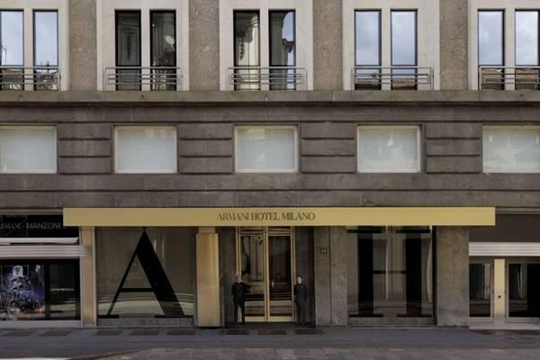 Thời trang có mặt ở khắp nơi, chứ không chỉ đơn thuần trong phạm vi ăn mặc. Một số khách sạn hàng đầu của thành phố còn mang tên tên nhà tạo mẫu, như Armani Hotel, Bulgari Hotel. Nhà hàng Nhật Nobu đang được ưa chuộng ở Milan còn đặt trong không gian của một cửa hàng hiệu Emporio Armani. Ảnh: Armani Hotel Milano.