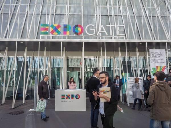 Milan chuẩn bị hàng năm cho Triển lãm thế giới Expo 2015, diễn ra từ 1/5 đến 31/10. Hơn 140 nước tham gia để trưng bày công nghệ tân tiến, với chủ đề của năm nay xoay quanh ẩm thực. Kinh đô thời trang của Italy hy vọng đón tiếp hơn 20 triệu du khách ghé thăm triển lãm kéo dài 6 tháng. Ảnh: Claudio Divizia/Shutterstock.