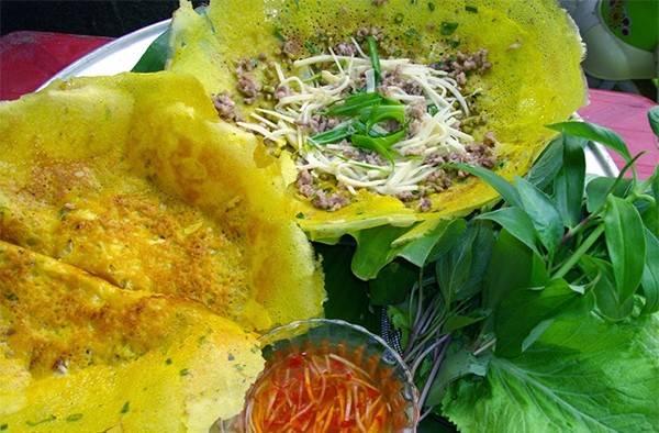 Bánh xèo ốc gạo cũng là một trong những đặc sản Bến Tre cực nổi tiếng.