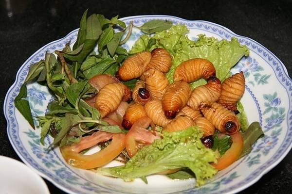 Đuông dừa là món ăn đặc sản Bến Tre mà không phải ai cũng dám thử.