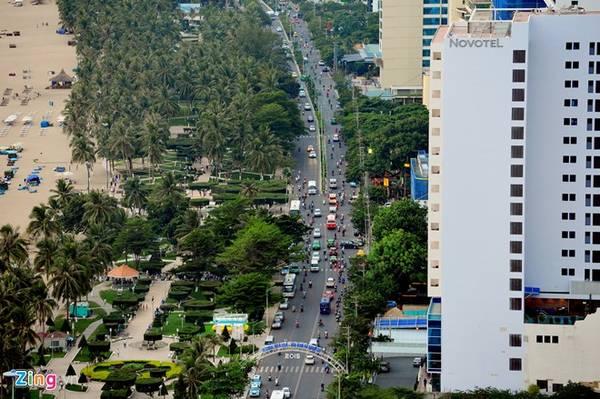 Thành phố Nha Trang nằm ở ven biển và là trung tâm chính trị, kinh tế, văn hóa, khoa học kỹ thuật và du lịch của tỉnh Khánh Hòa. Nha Trang được công nhận là đô thị loại 1 từ ngày 22/4/2009. Đây là một trong các đô thị loại 1 trực thuộc tỉnh của Việt Nam.