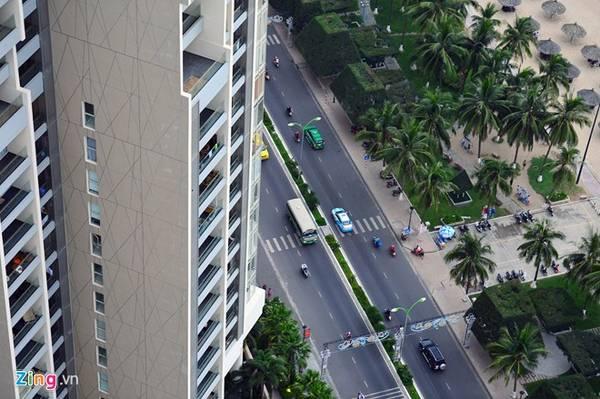 Mặc dù là tuyến đường sầm uất và hiện đại nhất thành phố biển, giao thông luôn thoáng đãng, không có hiện tượng ùn tắc