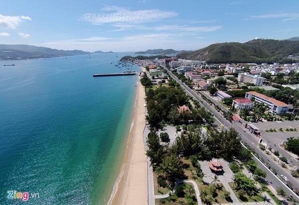 Điểm đặc biệt của biển và bầu trời Nha Trang là luôn luôn xanh ngắt mỗi khi thời tiết đẹp.
