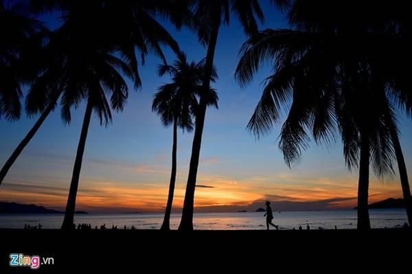 Dọc trên tuyến đường này vào mỗi buổi bình minh, du khách sẽ được chờ đợi và ngắm mặt trời mọc đầy thơ mộng.