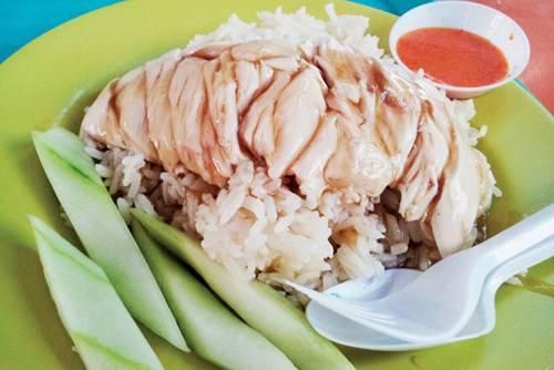 Đĩa cơm gà truyền thống Singapore này có giá 3 S $