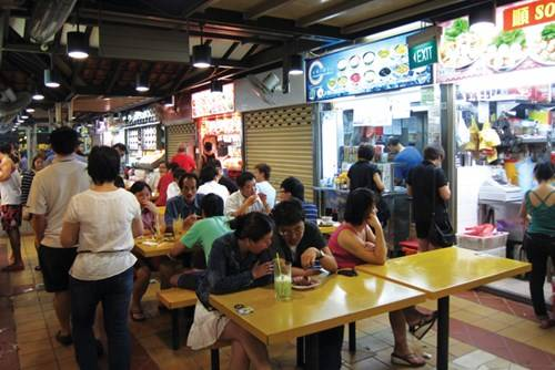 Trung tâm ẩm thực Chomp Chomp luôn đông đảo thực khách