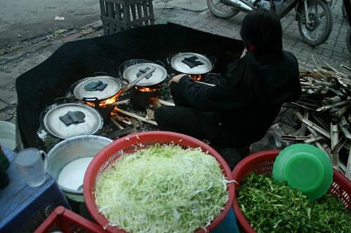 Bánh khoái tép - thức quà ngon ở đường phố Thanh Hóa.