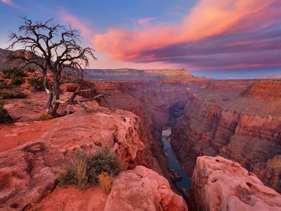 Vườn quốc gia Grand Canyon là một khu bảo tồn ở tiểu bang Arizona, Mỹ. Ở trong vườn quốc gia này còn có hẻm núi lớn Grand Canyon nổi tiếng thế giới