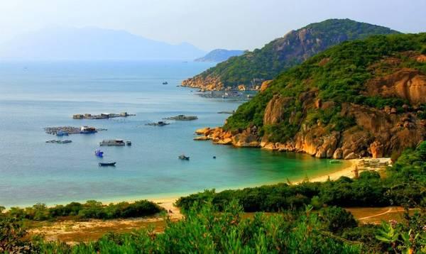 Một góc hoang sơ của đảo Bình Ba. Ảnh: Vietnamplaces.info