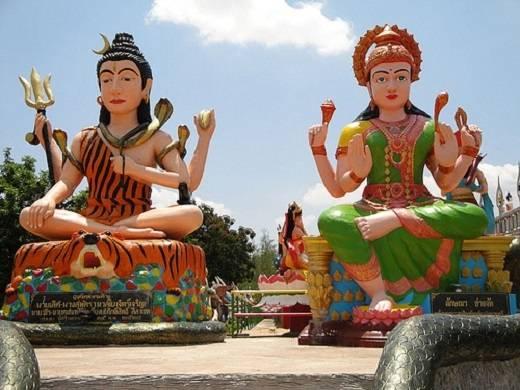 Hoàn thành năm 1977, Wat Pa Lak Roy được mệnh danh là ngôi đền địa ngục vì những cảnh tượng ghê rợn chờ đón du khách ở bên trong.