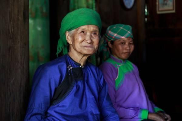 Trang phục truyền thống của đồng bào dân tộc Giáy. Ảnh: Buffalotours.com
