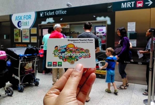 Singapore Tourist Pass dành cho khách du lịch, có thể đi được cả tàu điện ngầm, bus và LRT.