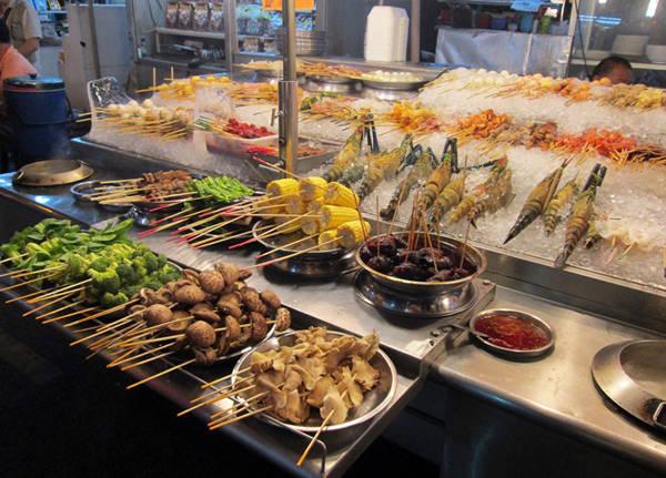 Một quán ăn ở Jalan Alor.