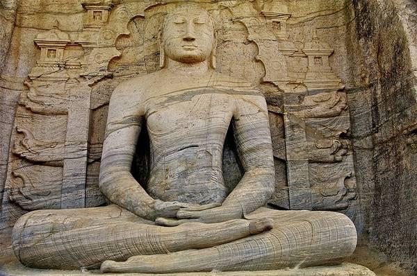 Polonnaruwa là kinh đô cổ của Sri Lanka và là một trong những địa điểm quan trọng của Phật giáo Sri Lanka. Ảnh: Globalgrasshopper.com