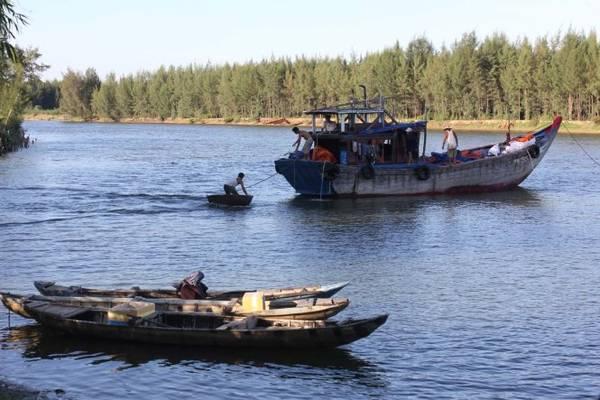 Chiếc thuyền im bến mỏi trở về nằm (Quê hương - Tế Hanh) - Ảnh: V.Q.Cầu