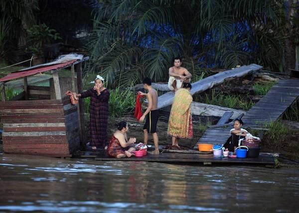 Cuộc sống của cư dân hai bên sông cũng là một điểm đến hấp dẫn du khách.