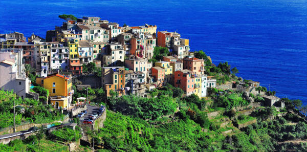 Corniglia, ngôi làng nằm giữa Cinque Terre - Ảnh: fotolia