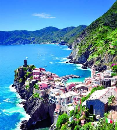 Một phần nhô ra biển của làng Vernazza - Ảnh: panoramio