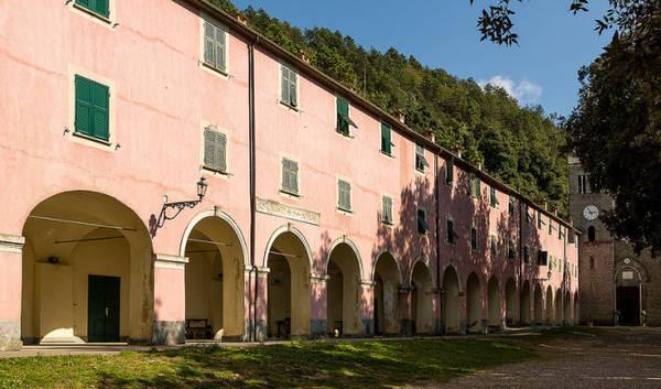 Tu viện ở làng Monterosso lớn nhất vùng Cinque Terre - Ảnh: linter