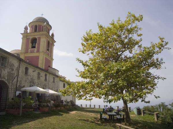Ngắm Địa Trung Hải từ làng Riomaggiore - Ảnh: fotolia