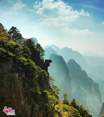 Hoàng Sơn là một dãy núi phía nam tỉnh An Huy, Trung Quốc. Khu vực này nổi tiếng vì cảnh quan đẹp nằm bên các vách đá, núi đá có hình dạng khác thường. Ảnh: Zhongguo Wang.
