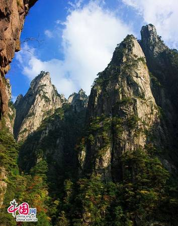 """Hoàng Sơn tập trung cảnh đẹp về núi tại Trung Quốc, nổi tiếng trong và ngoài nước về """"tứ tuyệt"""". Ảnh: Zhongguo Wang."""