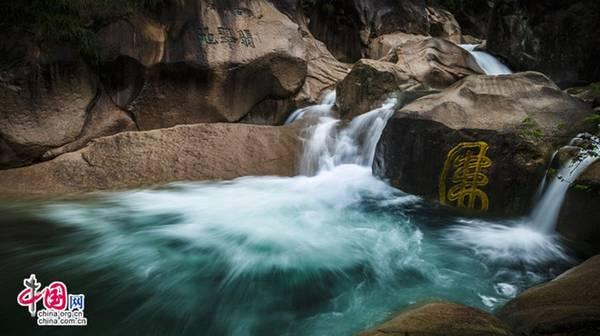 Bốn là suối nước trong vắt của Hoàng Sơn. Ảnh: Baike