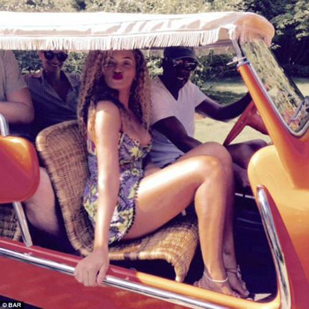 Beyonce khoe ảnh chuyến đi chơi trong mùa hè năm nay của mình trên trang cá nhân.