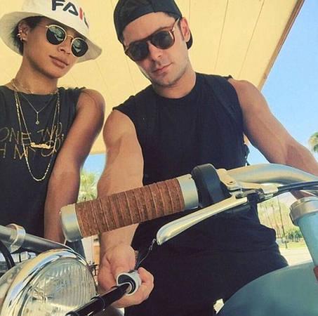 Nam diễn viên Zac Efron và bạn gái cùng nhau đạp xe dưới cái nắng hè cháy bỏng trong chuyến du hí của mình. Ảnh được anh chia sẻ trên trang cá nhân.