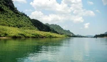 Kham-pha-hoang-cung-trong-long-dat-Quang-Binh-ivivu-1