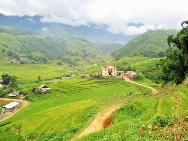 Nhà máy thủy điện Lao Chải nằm ngay bên dưới thung lũng Mường Hoa.
