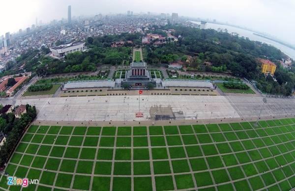 Lăng Chủ tịch Hồ Chí Minh được khởi công ngày 2/9/1973 tại vị trí của lễ đài cũ giữa quảng trường Ba Đình - nơi Bác Hồ đọc bản Tuyên ngôn độc lập. Ảnh: Mạnh Thắng.