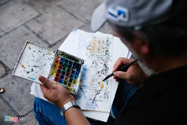 Địa điểm được ông chọn cho ngày đầu tiên ký họa là góc ngã tư Bưu điện quận 5, nơi còn lưu giữ nhiều nét kiến trúc cổ đặc sắc của Sài Gòn - Chợ Lớn xưa.