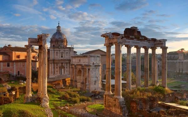 Rome, Italy: Quy mô và kiến trúc của những di tích nổi tiếng như đấu trường La Mã, đền Pantheon… khiến Rome trở thành một trong những thành phố đẹp và cổ kính nhất thế giới.