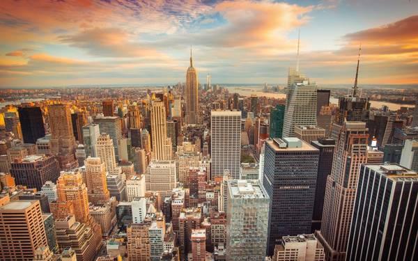 New York, Mỹ: Từ những khu căn hộ xây bằng gạch đỏ nổi tiếng trong các series phim truyền hình như Friends đến những tòa nhà chọc trời như Empire State Buiding hay đài quan sát One World mới mở, New York là một thành phố sôi động và nhiều màu sắc.