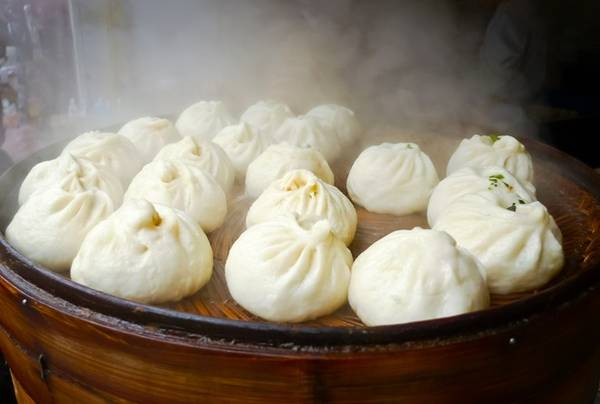 Bánh bao Tây An, Trung Quốc: Bạn có thể mua được 10 chiếc bánh bao mềm mại cùng nhân thịt đậm đà này với 1,5 USD. Ảnh: Banyangloballearning/Wordpress.
