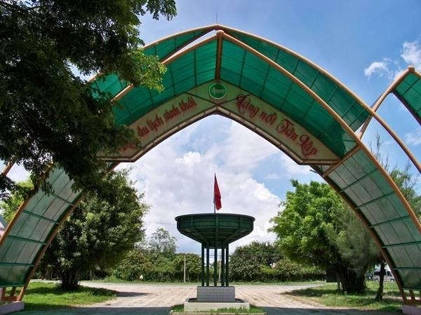 Với diện tích 135 ha và vùng đệm rộng 500 ha, làng nổi Tân Lập được đầu tư để trở thành khu du lịch đặc trưng của Long An và vùng trũng Đồng Tháp Mười.