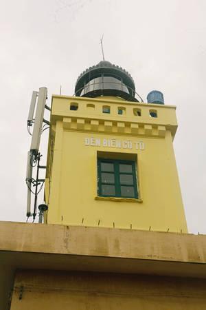 Description: Vào một buổi chiều mát, bạn thử phóng xe máy hỏi đường người dân địa phương để lên ngọn hải đăng ở độ cao hơn 100 mét so với mực nước biển. Bạn phải vượt qua một đoạn đường cây cối hoang sơ mới lên được.