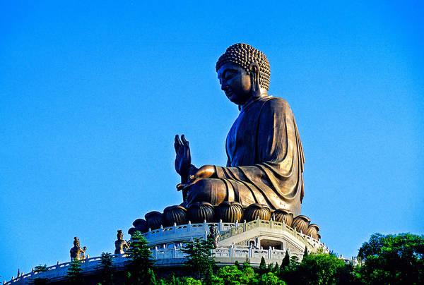 Đây là bức tượng Phật ngồi bằng đồng lớn nhất thế giới với chiều cao 34 mét. Ảnh: blaineharrington