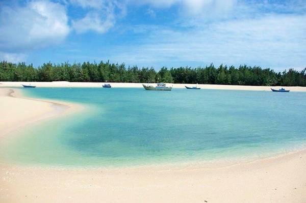 Vịnh Triều Dương trên đảo đẹp mê hồn - Ảnh: Huỳnh Tuấn
