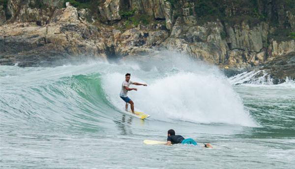 Bãi Pui O có nhiều sóng lớn, phù hợp với những ai đam mê mạo hiểm. Ảnh: Theerdayer