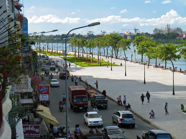 Một góc nhộn nhịp của Sisowath Quay. Ảnh: indochinatravelblog.com