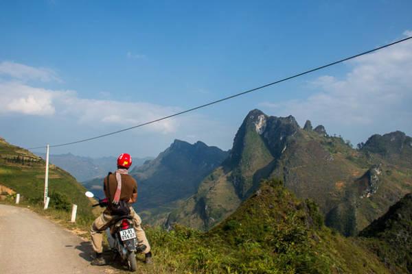 Khám phá Hà Giang bằng xe máy là một trải nghiệm vô cùng thú vị. Ảnh: Escapology