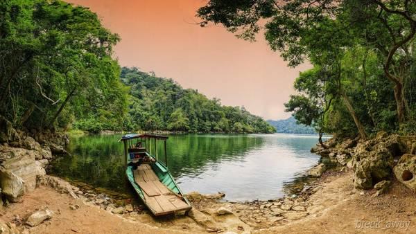 Chiều buông trên hồ Ba Bể. Ảnh: Quang Vu
