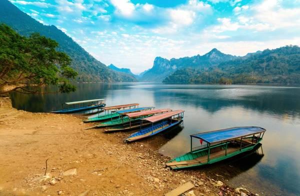 Dịch vụ đi thuyền trên hồ - Ảnh: Green bean